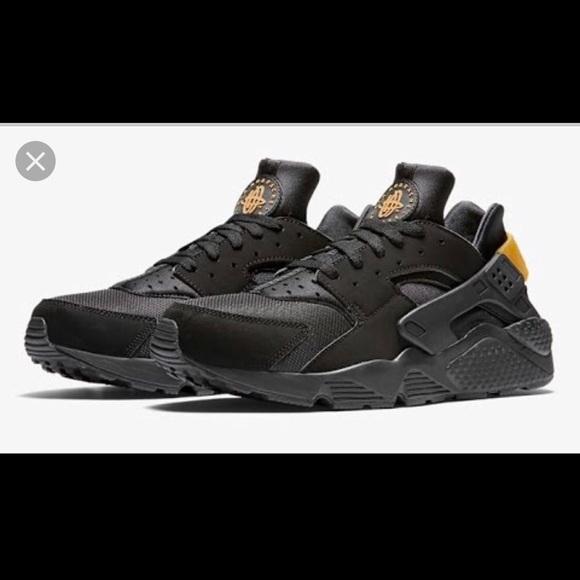 Huarache By Nike black with metallic gold